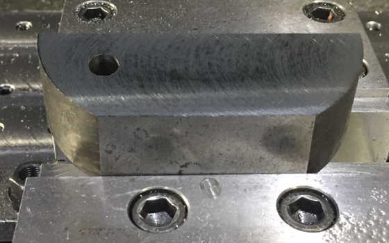 端材にドリルで穴加工